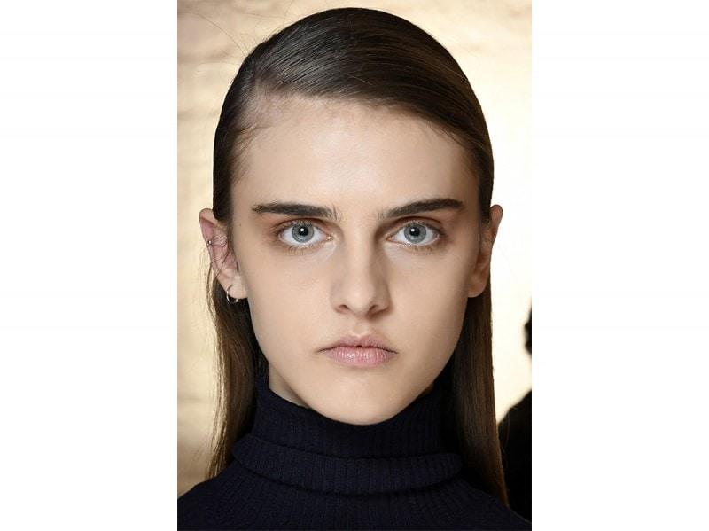 capelli la tendenza flat sleek per l'autunno inverno 2017 2018  (12)