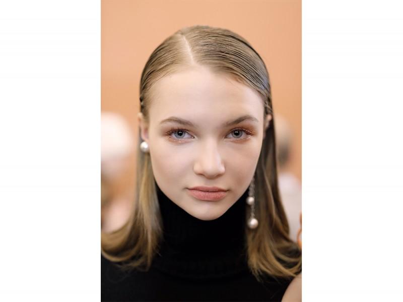 capelli la tendenza flat sleek per l'autunno inverno 2017 2018  (4)