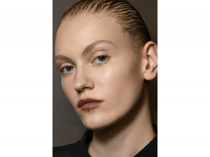 capelli la tendenza flat sleek per l'autunno inverno 2017 2018  (9)