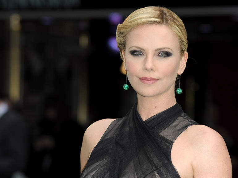 cover charlize theron ha nuovo amore mobile