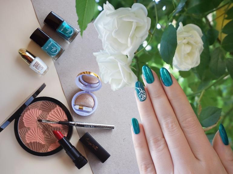 cover-la-nail-art-floreale-creata-mobile