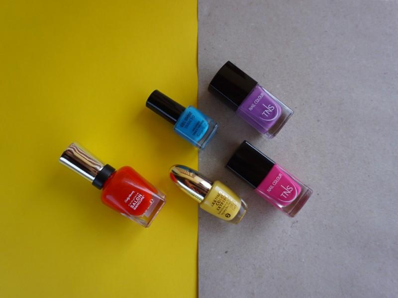 nail-art-ombrelloni-smalti-colorati
