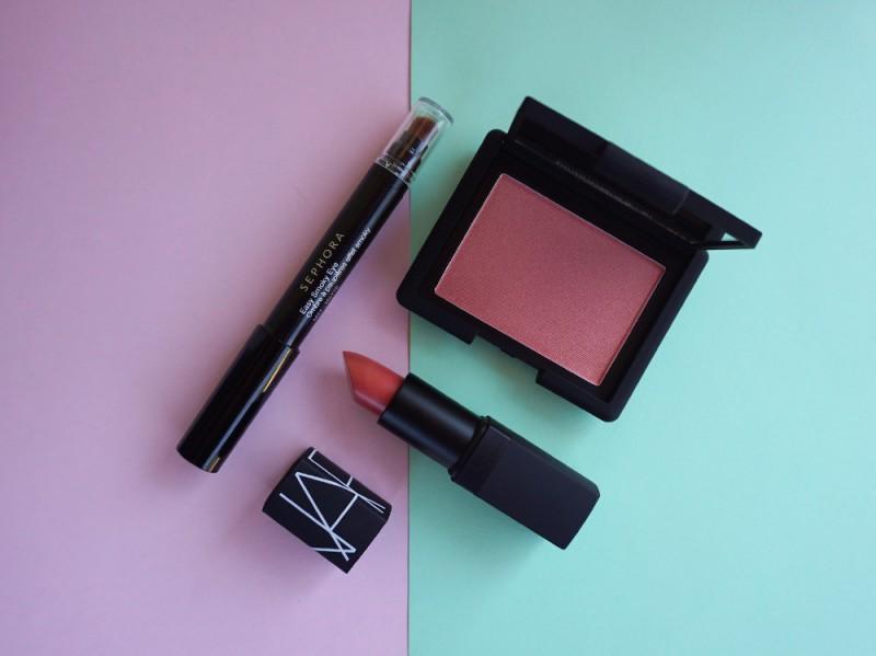 peach-nailart-makeup