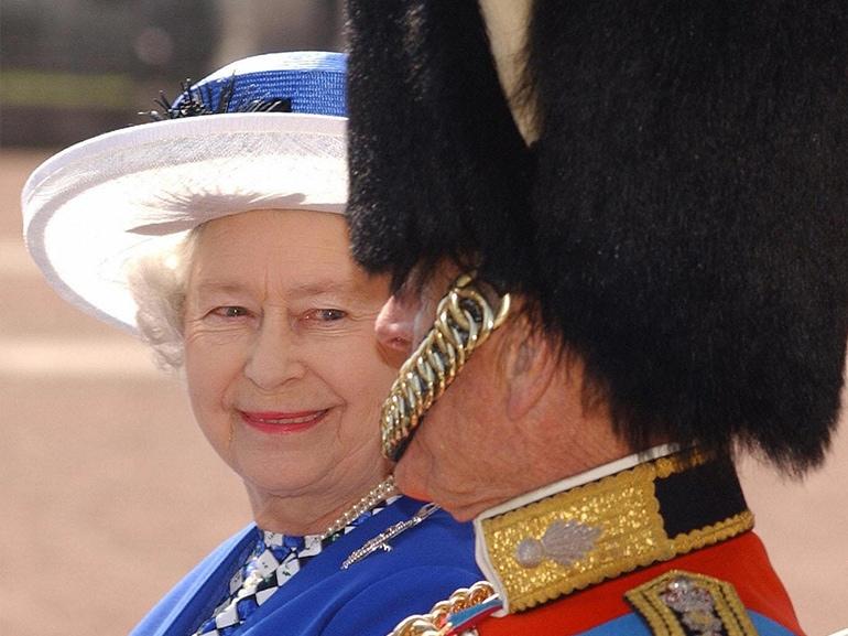 regina elisabetta principe filippo carrozza