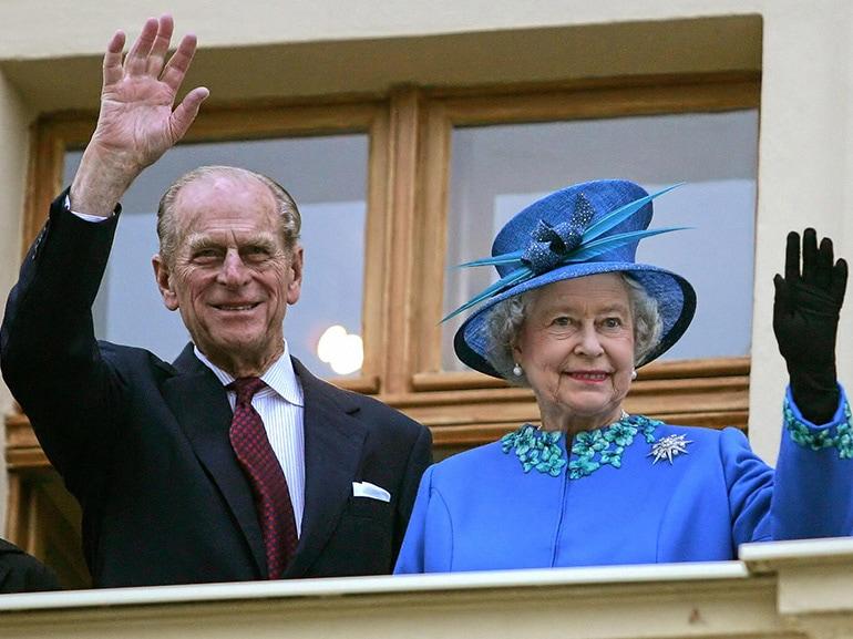 regina elisabetta principe filippo saluto