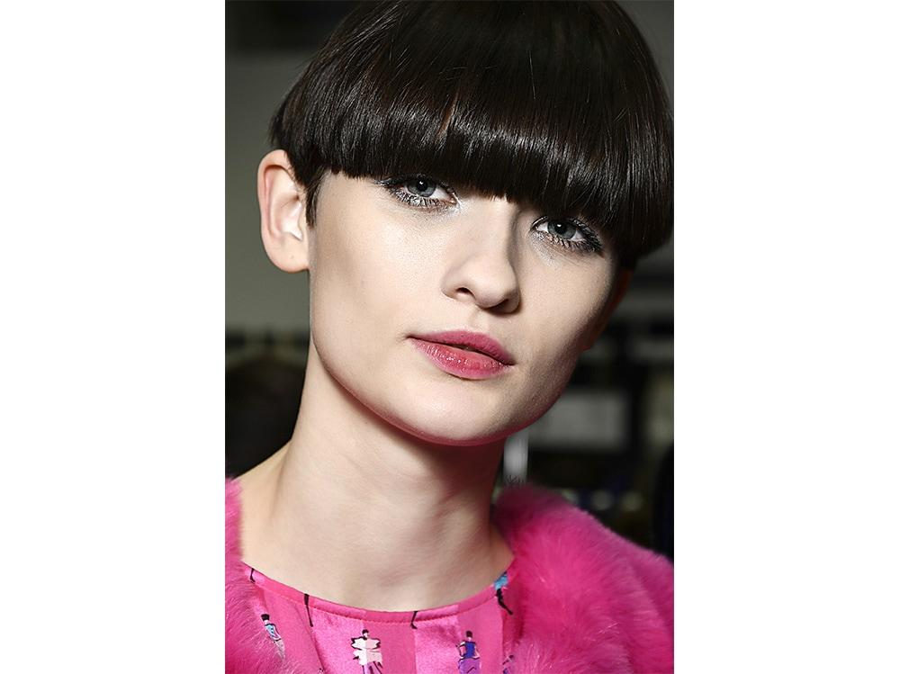 tagli capelli corti sfilate tendenze autunno inverno 2017 2018  (8)