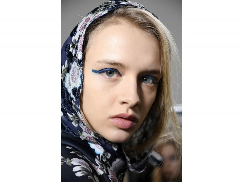 trucco blu la tendenza makeup autunno inverno 2017 2018  (1)