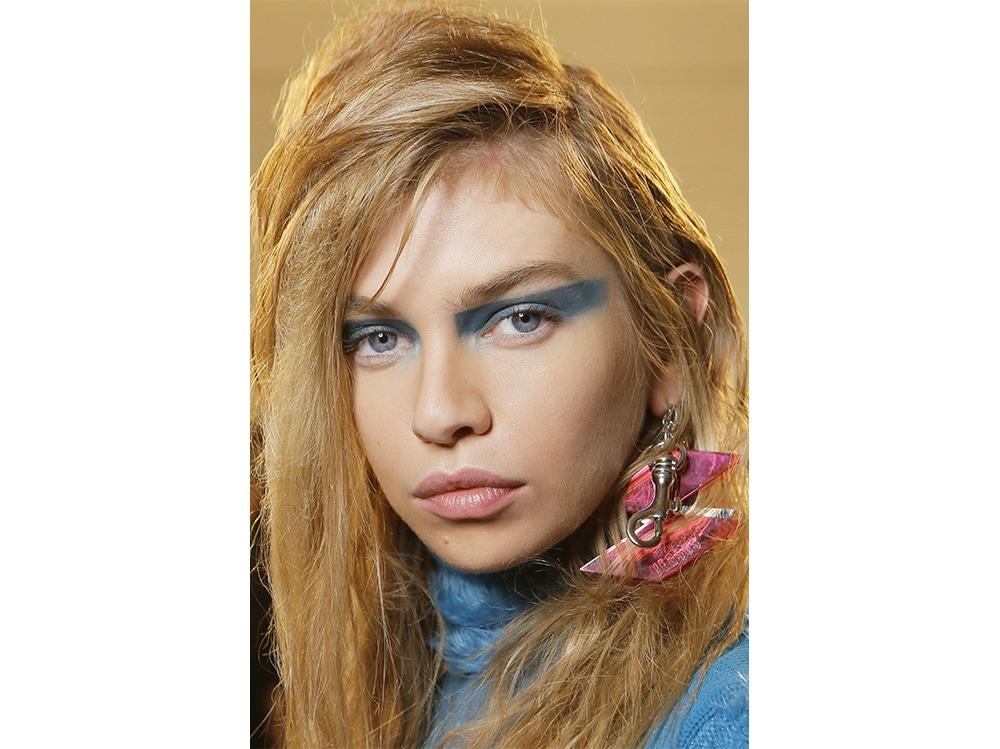 trucco blu la tendenza makeup autunno inverno 2017 2018  (12)