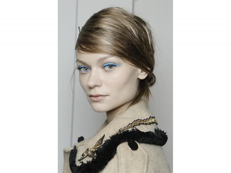 trucco blu la tendenza makeup autunno inverno 2017 2018  (2)