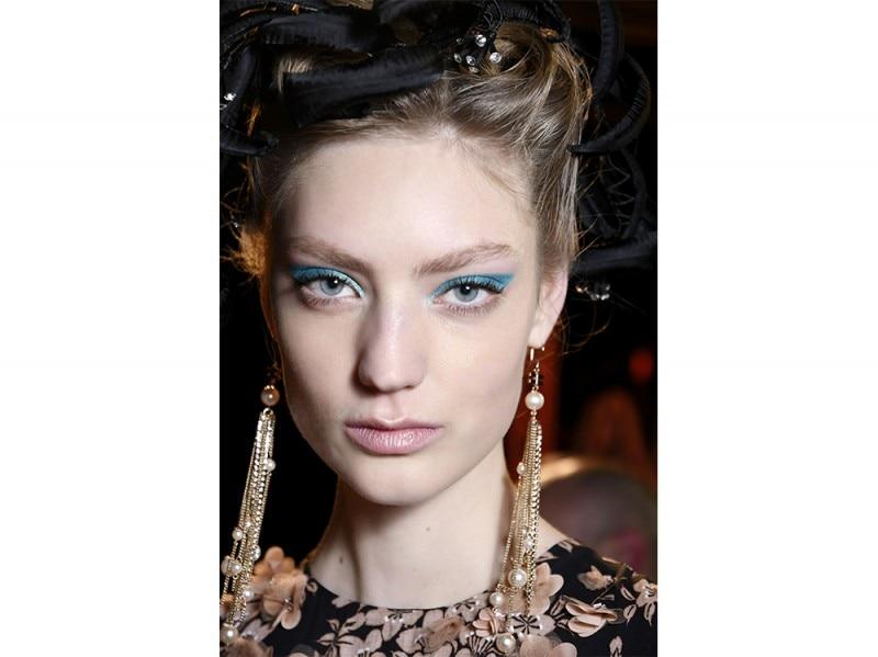 trucco blu la tendenza makeup autunno inverno 2017 2018  (3)