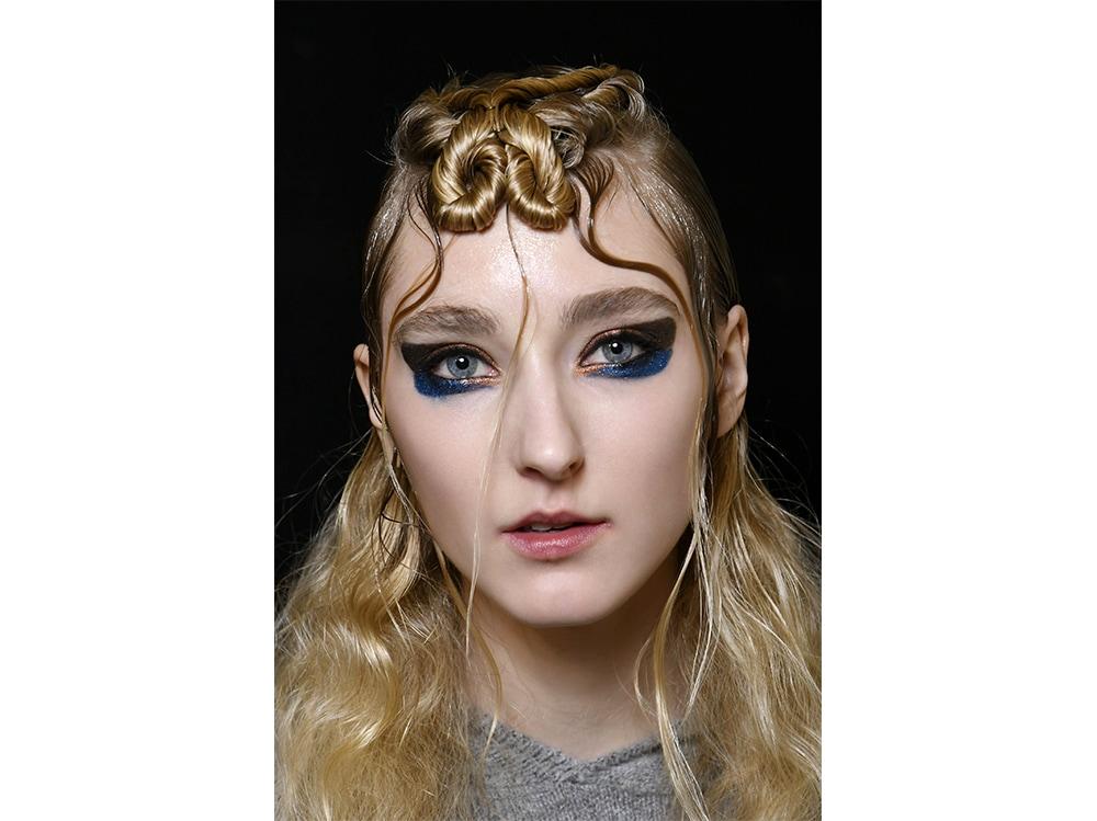 trucco blu la tendenza makeup autunno inverno 2017 2018  (5)