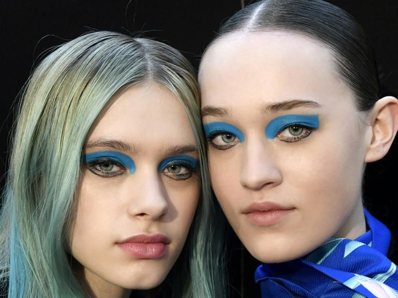 trucco blu la tendenza makeup autunno inverno 2017 2018  (6)