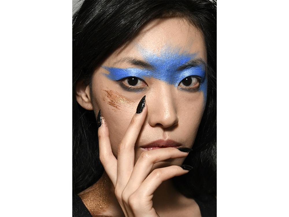 trucco blu la tendenza makeup autunno inverno 2017 2018  (8)