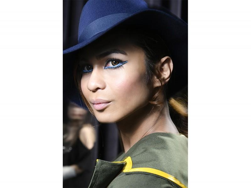 trucco blu la tendenza makeup autunno inverno 2017 2018  (9)