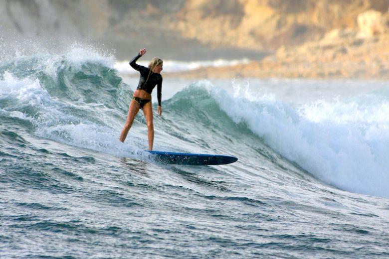 Cinque (buone) ragioni per imparare a fare surf