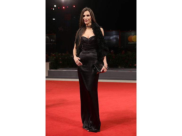 Jenna-Hurt-venezia-red-carpet