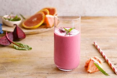 Detox, drenante, anti-age: 5 smoothie magici da bere quest'estate