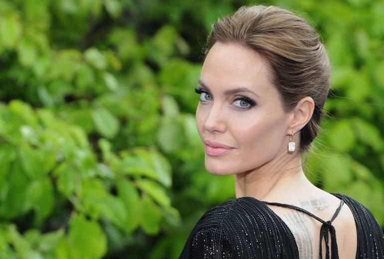 Angelina Jolie si è fidanzata con un agente immobiliare?