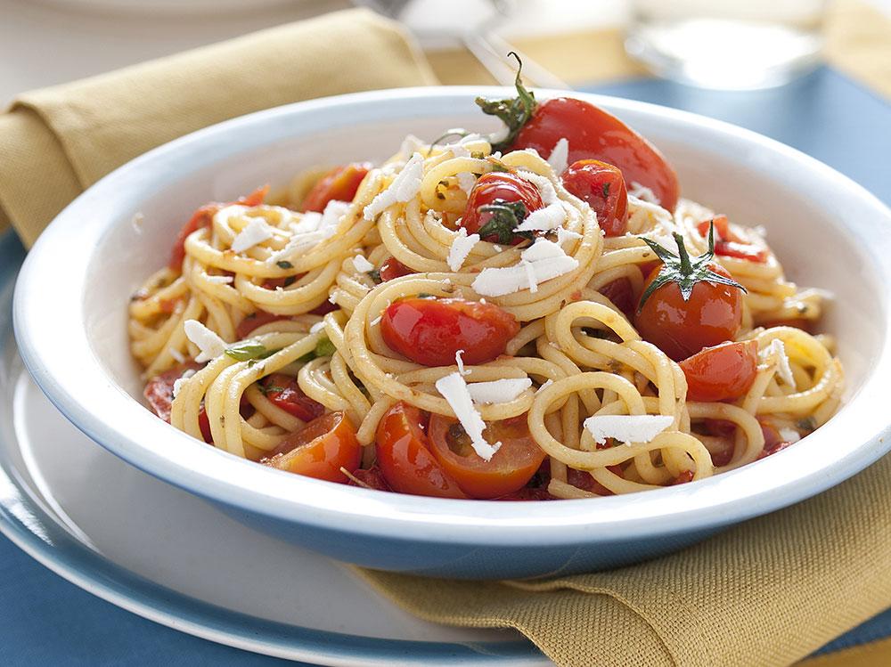 Pasta-al-sugo-di-pomodorini-freschi