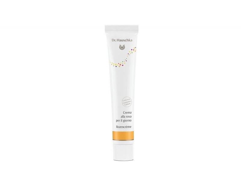 Pelle-in-autunno-i-consigli-della-dermatologa-per-la-corretta-beauty-routine-RoseDay-Cream-drhauschka