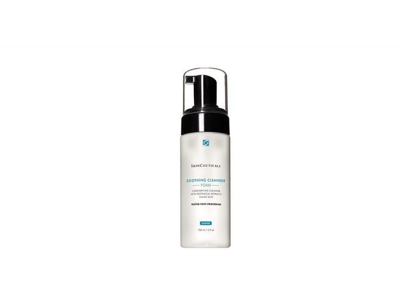 Pelle-in-autunno-i-consigli-della-dermatologa-per-la-corretta-beauty-routine-Soothing-Cleanser-skinceuticals