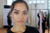 Alberta Ferretti P/E 2018: la luce risplende sugli abiti e nel make up