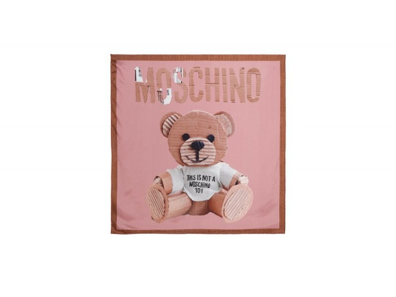 moschino-foulard-rosa