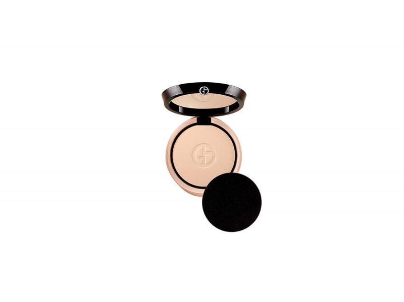 Make-up-come-opacizzare-il-viso-con-la-cipria-LUMINOUS-SILK-COMPACT-armani