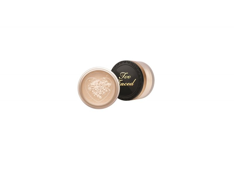 Make-up-come-opacizzare-il-viso-con-la-cipria-Make-up-come-opacizzare-il-viso-con-la-cipria-TooFaced_BornThisWay_SettingPowder_Composite_