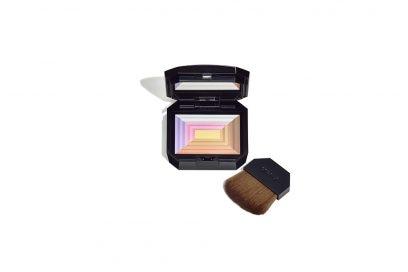 Make-up-come-opacizzare-il-viso-con-la-cipria-shiseido