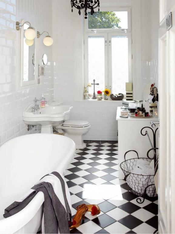 Come arredare il bagno in stile vintage grazia - Bagno bianco e nero ...