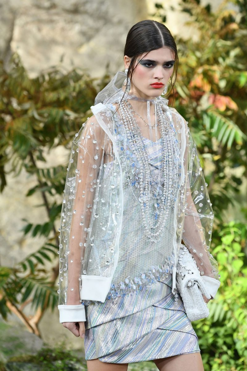 chanel-ss18-impermeabile