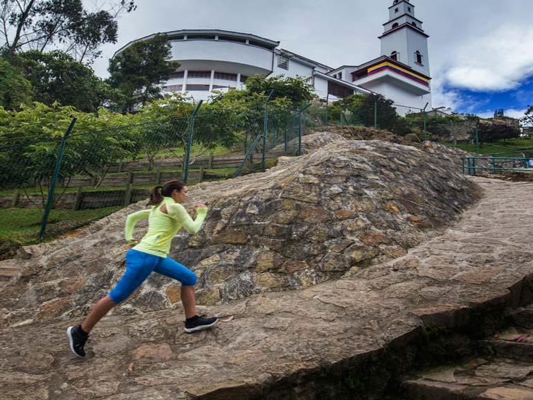 corpo-produce-calore-con-il-movimento-correre-in-inverno1