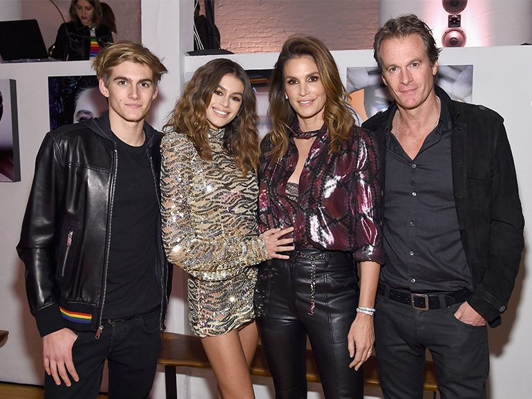 cover cindy crawford famiglia protagonista reality mobile