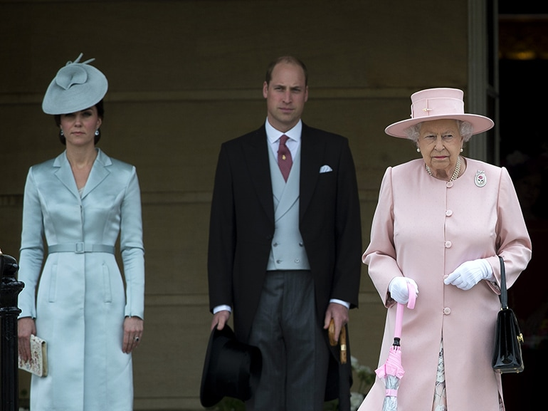 cover regina elisabetta arrabbiata con kate middleton mobile