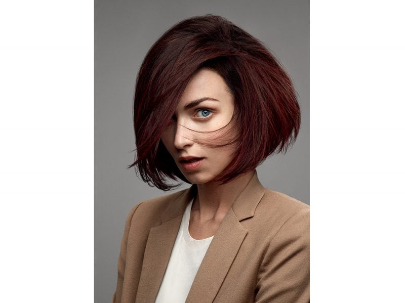 tagli capelli medi saloni autunno inverno 2017 2018 Goldwell_Brunettes_Greta_Powerful Brunette
