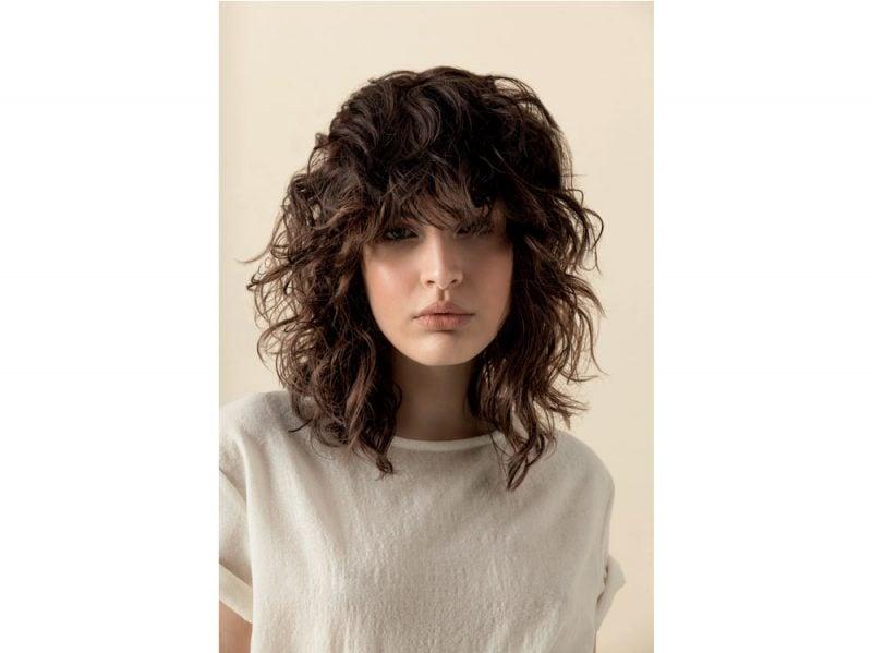 Taglio di capelli medio scalato 2018