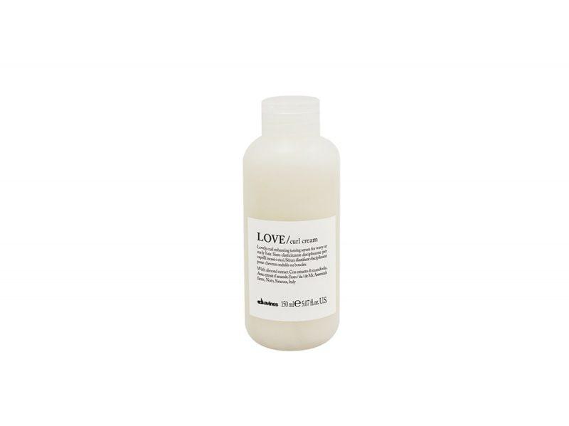 Capelli-ricci-le-caratteristiche-i-prodotti-giusti-e-un-indirizzo-da-provare-Davines Essential Haircare LOVE Curl_Cream
