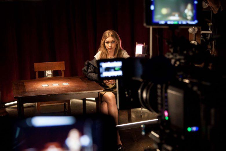 """Stuart Weitzman e Gigi Hadid di nuovo insieme. Per il debutto di """"Gigi Mule"""""""