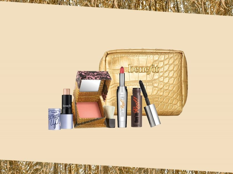 prodotti di bellezza make up oro kit trucco benefit cosmetics pochette (9)