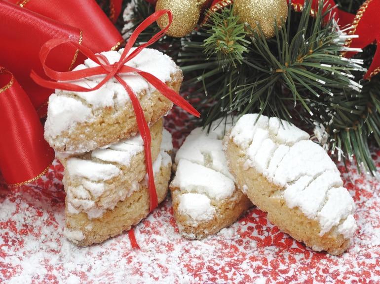 ricciarelli-dolce-tipico-Natale-tradizione-toscana