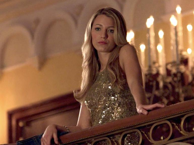 Blake Lively vestito oro