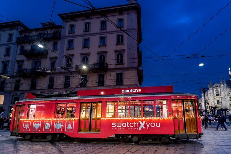 Tutti sul tram di Swatch a Milano
