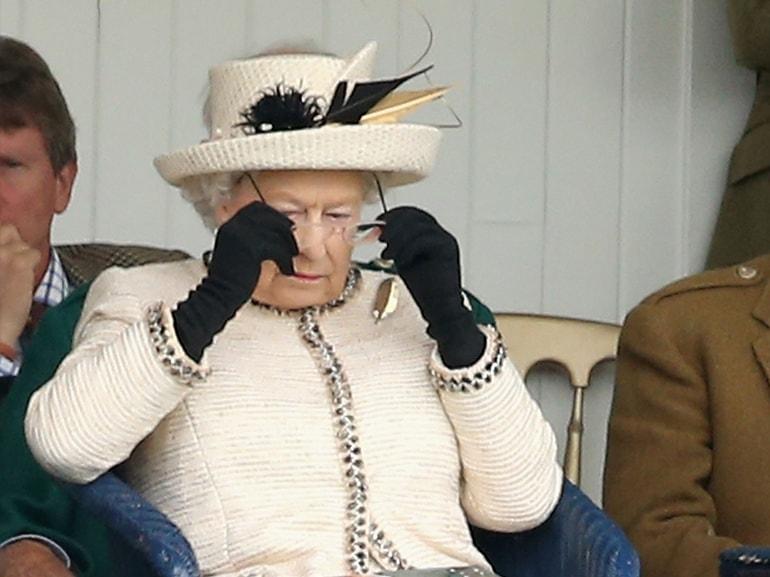 regina elisabetta occhiali