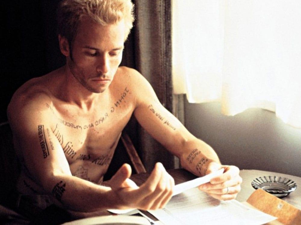 memento guy pearce tatuaggi