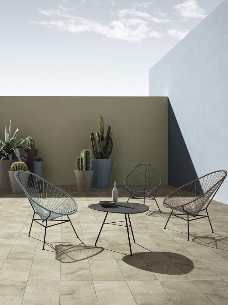 terrazzo sedie cactus piante