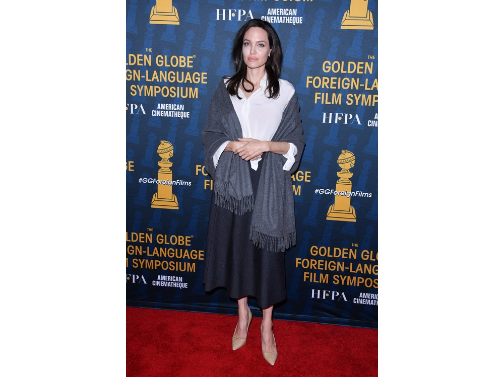 Angelina-Jolie-in-Falconeri-(1)