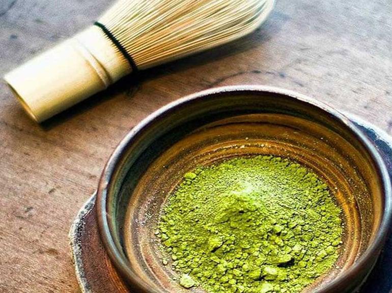Disintossicarsi-a-colazione-con-il-the-verde-benefici-salute-benessere-dimagrire