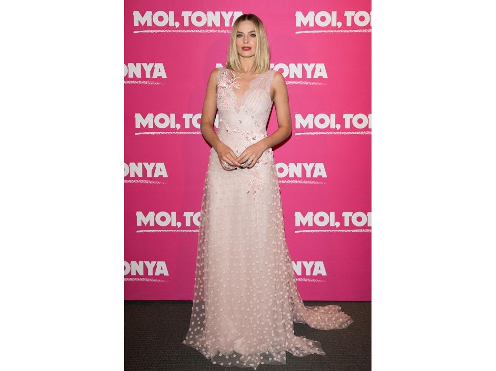 Margot-Robbie-in-Messika-at-Paris-Premiere-I,Tonya-(1)