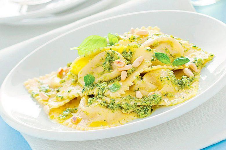 Ravioli di magro con pesto di zucchine